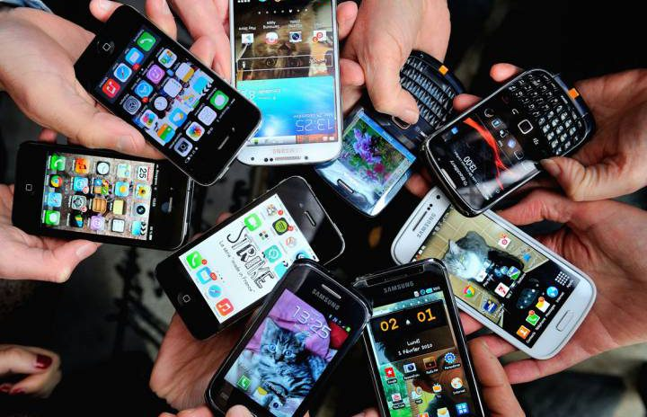 Who will win the great Indian Mobile Race?